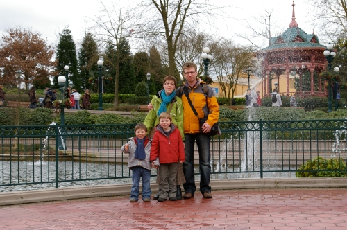 Familiefoto in Disneyland Parijs
